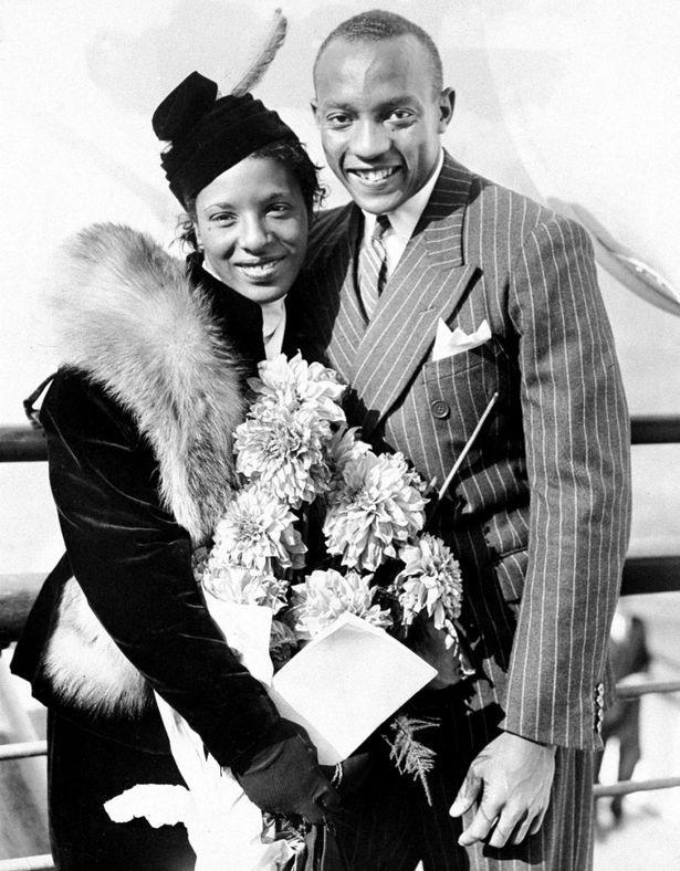 Jesse Owens (phải) và vợ, Ruth Owens