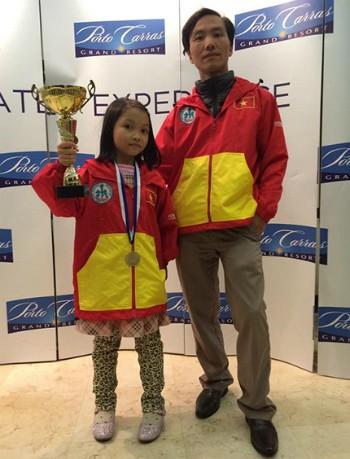 Cẩm Hiền và bố