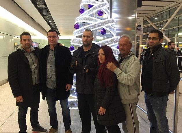 De Mori (thứ 3 từ trái qua) đã có mặt tại London