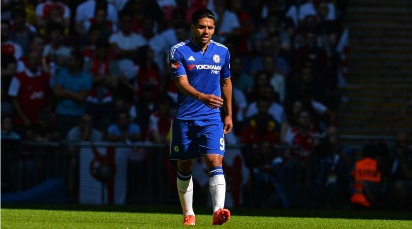 Falcao đang trở thành người thừa tại Chelsea