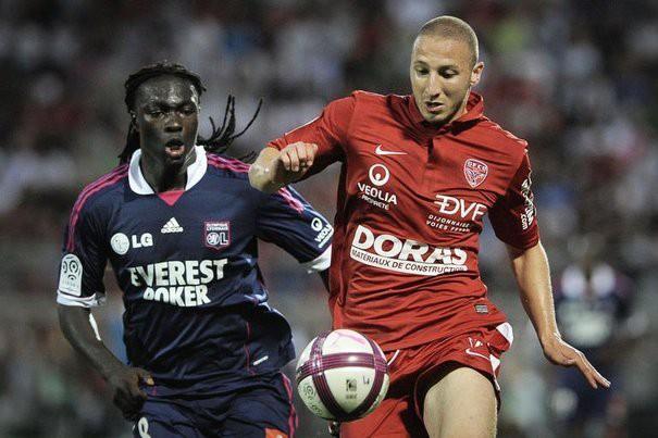 Chaher Zarour (phải) từng thi đấu tại Ligue 1