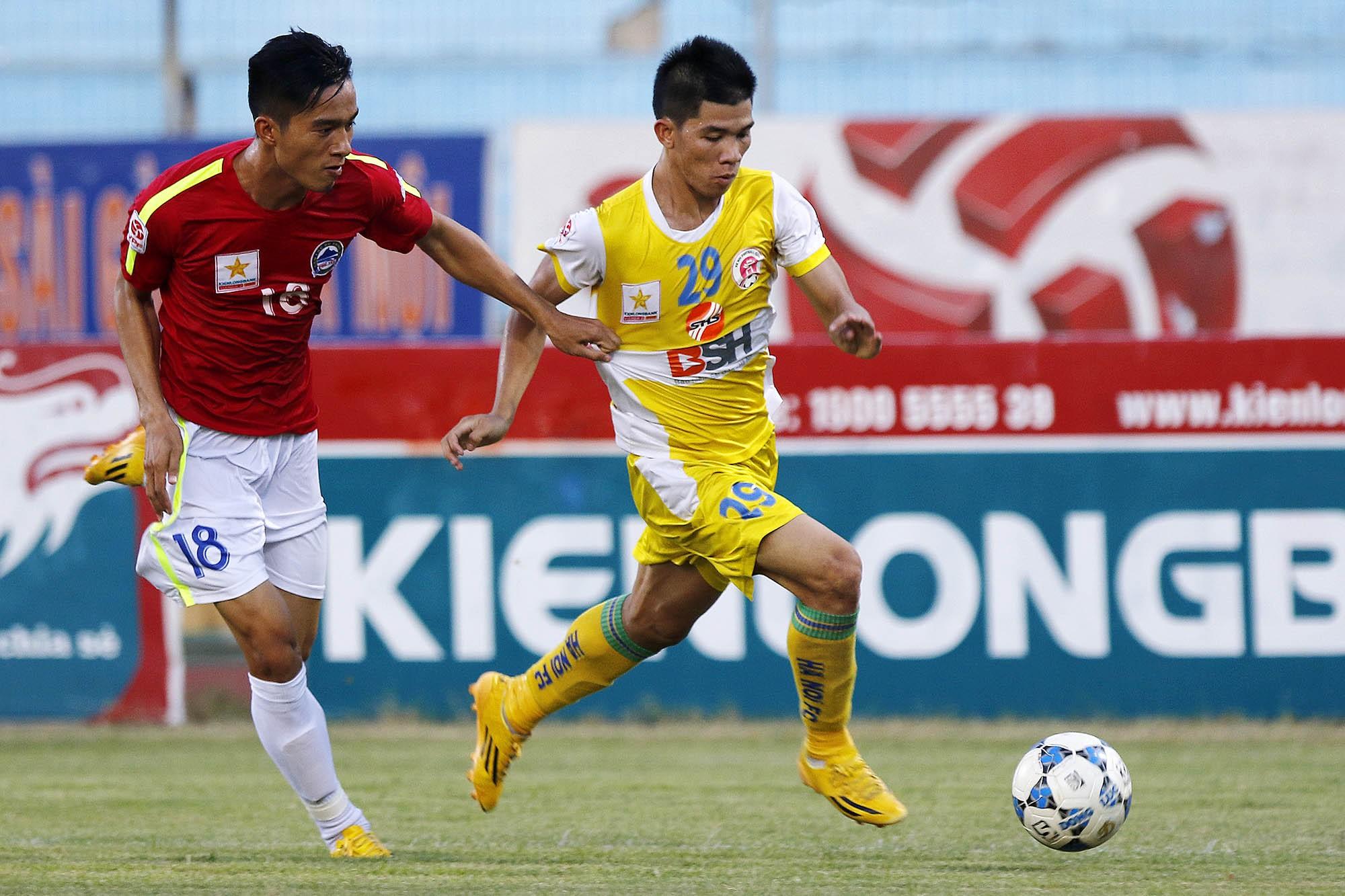 Phú Yên (áo đỏ) sẽ phải tự lực cánh sinh ở mùa giải 2016