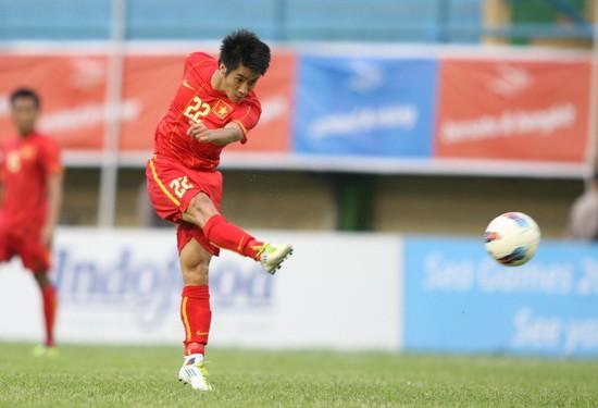 Tiền vệ Hoàng Văn Bình