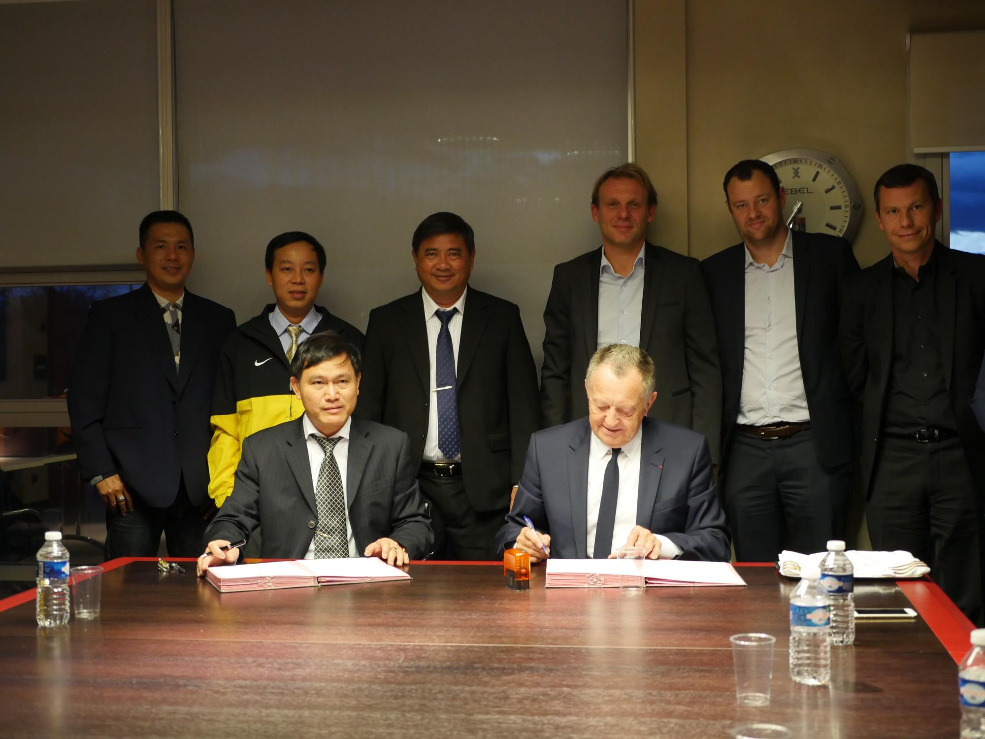 Lễ ký kết thỏa thuận hợp tác giữa Liên đoàn bóng đá TP.HCM (HFF) và CLB Lyon