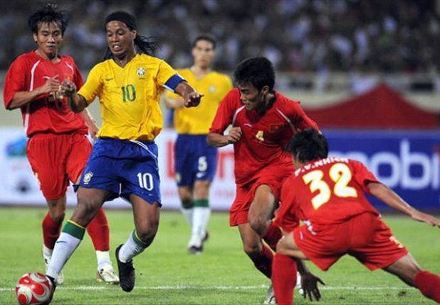 Ronaldinho và Olympic Brazil từng làm ''dậy sóng'' các khán đài sân Mỹ Đình hồi năm 2008