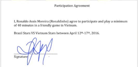 Chữ ký xác nhận sẽ sang Việt Nam thi đấu của Ronaldinho