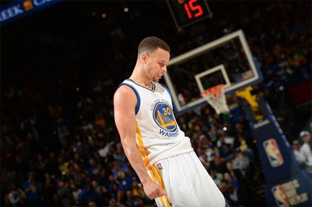 Curry có thất bại đau đớn để đời khi Warriors đánh rơi chức vô địch cho dù dẫn trước 3-1 trước Cavaliers. Năm này, anh cũng có mặt tại bìa game NBA 2K16.