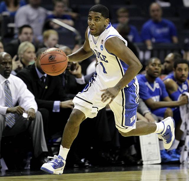 Nhà vô địch 2016 Kyrie Irving thời còn thi đấu cho Duke Blue Devils tại NCAA