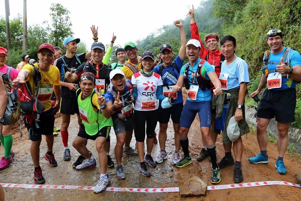 VĐV Việt Nam hào hứng tại điểm xuất phát...giữa rừng cự li 42 km