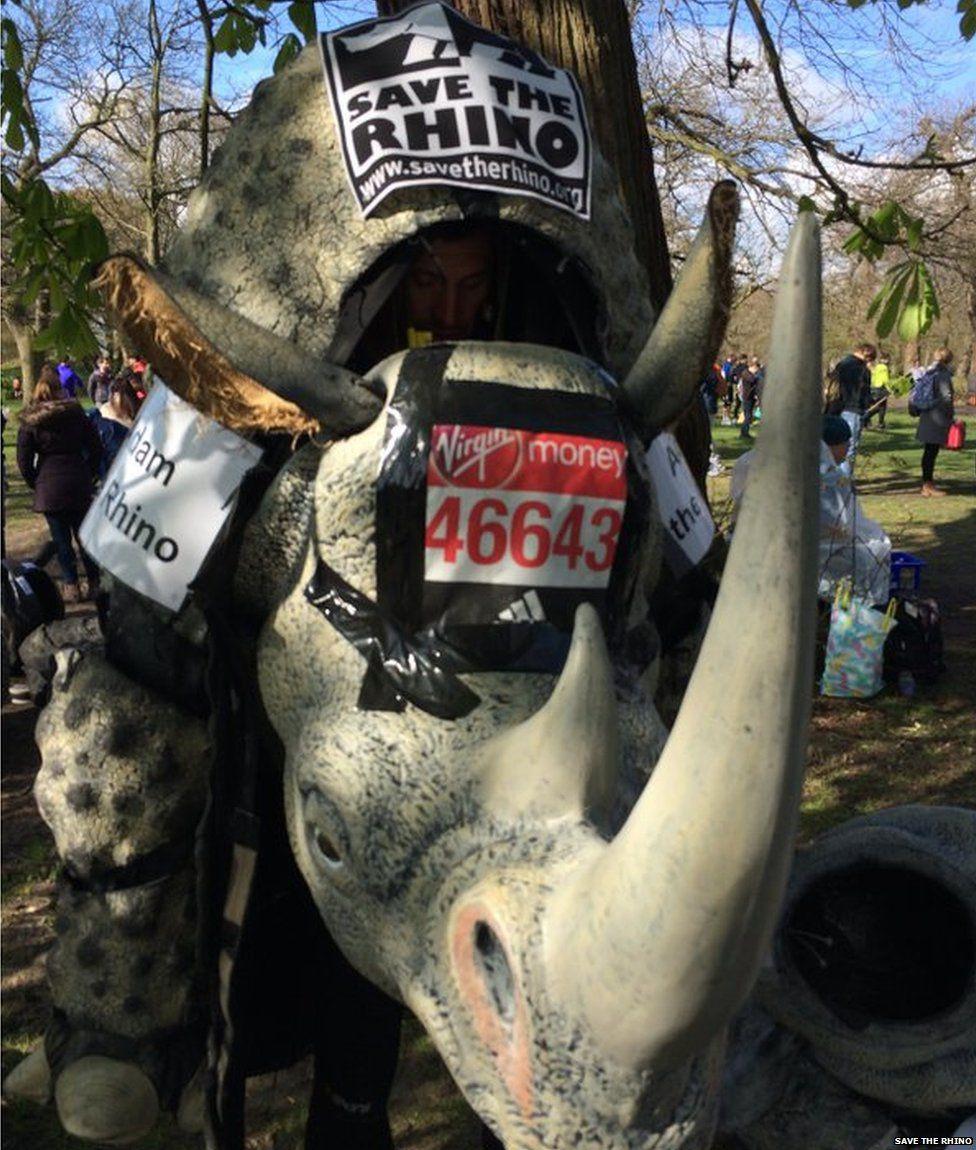 ''Run for rhinos'' - Chạy vì tê giác. Một hình ảnh mang tính biểu tượng suốt 20 năm qua. Người chạy mặc bộ áo màng hình chú tê giác hoàn thành 42,195km nhằm nâng cao nhận thức, tuyên truyền bảo vệ tê giác khỏi nạn tuyệt chủng