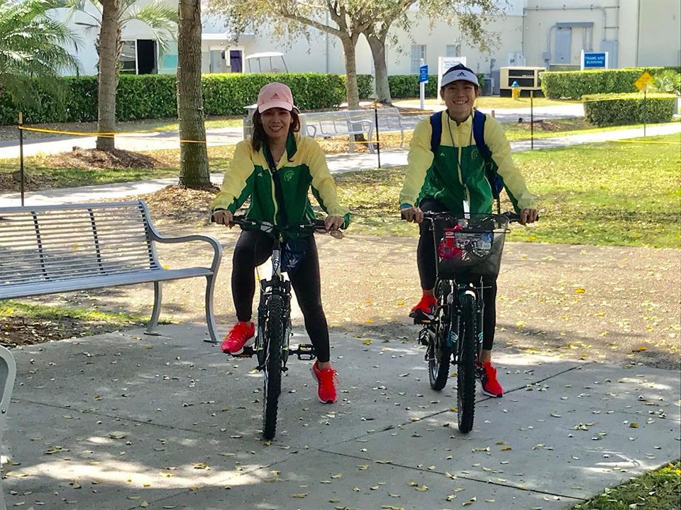 Lê Tú Chinh và HLV Nguyễn Thị Thanh Hương tại Học viện IMG (Florida, Mỹ). Ảnh: Trịnh Đức Thanh