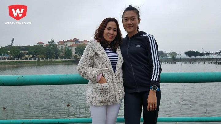 Lê Tú Chinh và HLV Nguyễn Thị Thanh Hương, 1 trong 3 HLV của năm Cúp Chiến thắng 2017