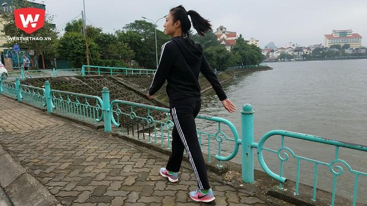 Chạy bộ dưới cơn mưa phùn ở con đường đẹp nhất Hà Nội là trải nghiệm đáng nhớ của Tú Chinh