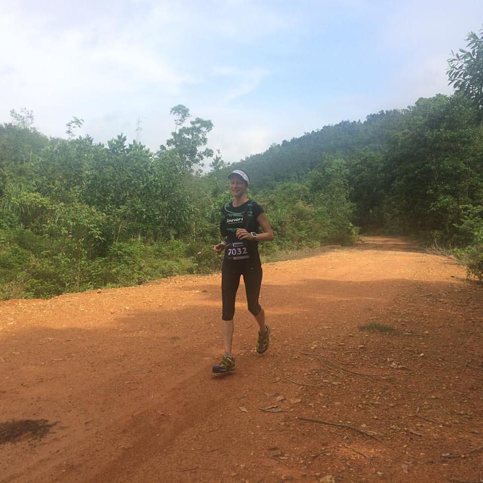 Kim Matthew, nhà vô địch nữ 70km gần như kiệt sức khi về đích do thời tiết nóng ẩm khắc nghiệt