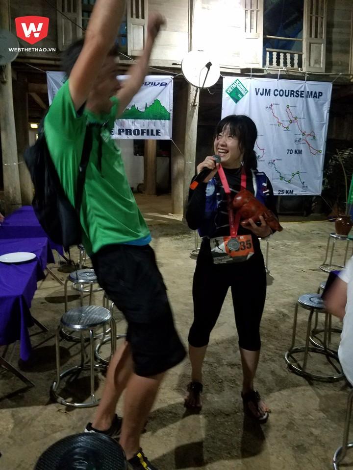 Sau gần 15 tiếng đồng hồ, PV Webthethao cũng hoàn thành. chậm hơn gần 7 tiếng so với nhà vô địch Cao Ngọc Hà, và nhanh hơn một chút so với hạng Ba nữ