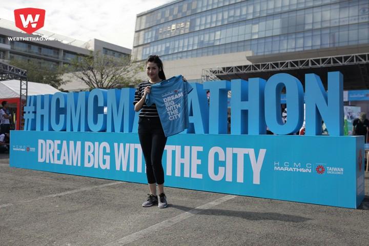 Dương Tú Anh hào hứng tham gia chạy bộ HCMC Marathon trước tin đồn tình ái