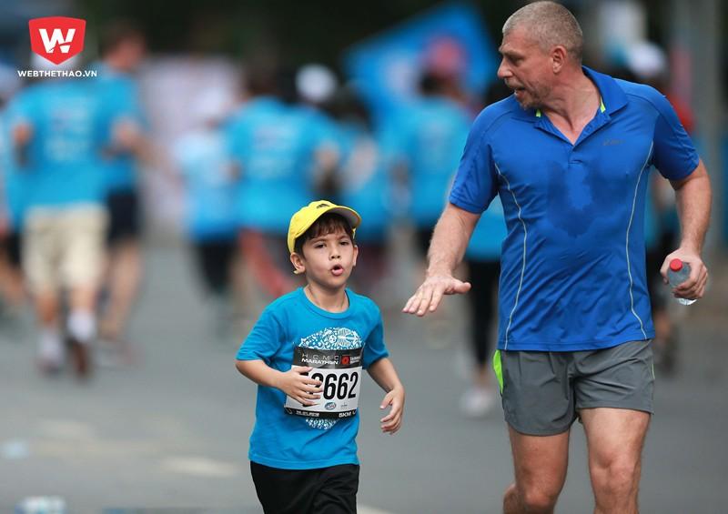 Không lệ thuộc vào bố mẹ, các runner nhí muốn tự mình hoàn thành cuộc đua
