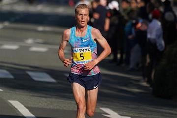 Sondre Nordstad Moen (Na Uy) là nhà vô địch người châu Âu đầu tiên kể từ năm 2005 và là VĐV đầu tiên không sinh ra ở châu Phi phá vỡ mốc thời gian 2 giờ 06 phút tại giải Fukuoka Marathon