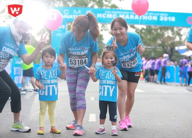 Thâm gia các hoạt động chạy bộ sẽ giúp các bé trở nên tự tin hơn khi giao tiếp với cộng đồng