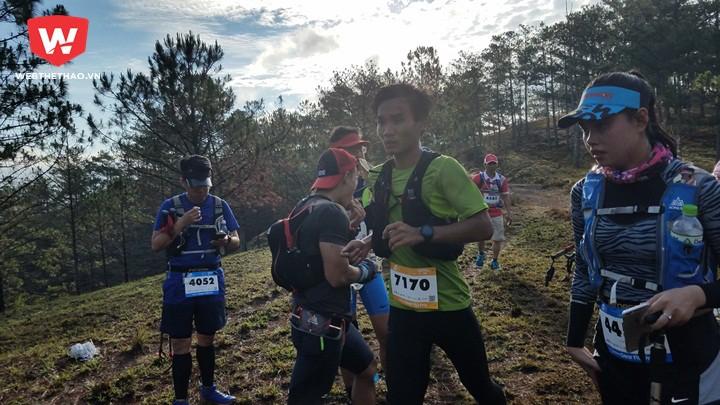 Trần Duy Quang, vô địch 70km nam, trên đường đua. Ảnh: Nguyễn Đạt