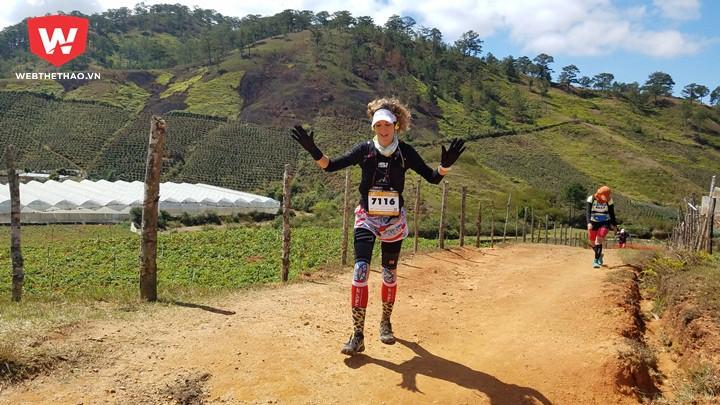 Marieke Dekkers, vô địch 70km nữ, trên đường đua. Ảnh: Nguyễn Đạt