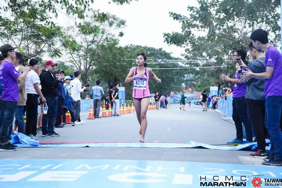 Pi Năng Rê Chêm cán đích. Ảnh: HCMC Marathon