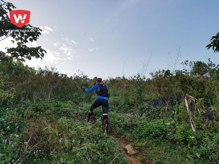Nữ VĐV Tiểu Phương, một người rất thích tham gia các giải chạy bộ và chạy trail