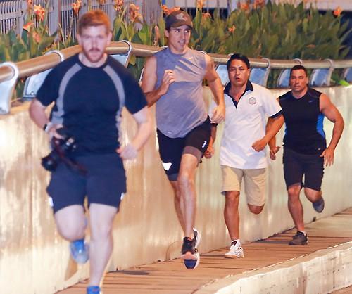 Thủ tướng Canada Justin Trudeau chạy bộ cùng các cộng sự. Người chạy dẫn đầu là Adam Scotti, thợ chụp ảnh riêng của Justin Trudeau