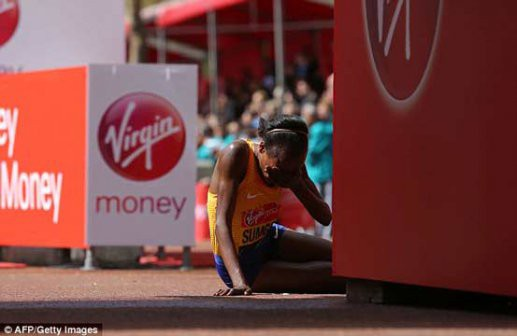 Sumgong khóc khi về nhất sau khi vượt bao khó khăn. Chức vô địch 1 giải marathon lớn thuộc ''Big 6'' đầu tiên