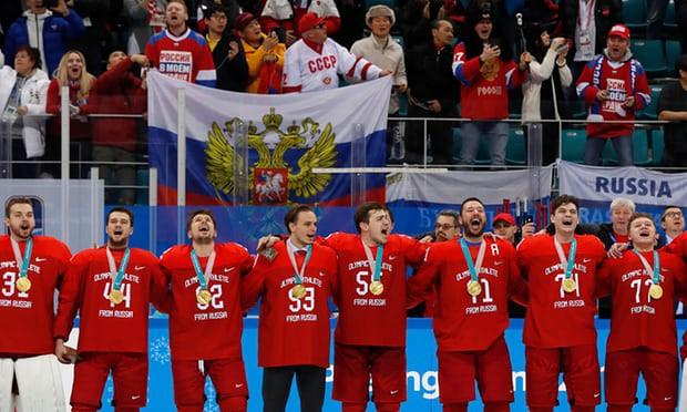 Đội tuyển hockey Nga đồng thanh hát quốc ca trong buổi lễ trao HCV ở Pyeongchang 2018