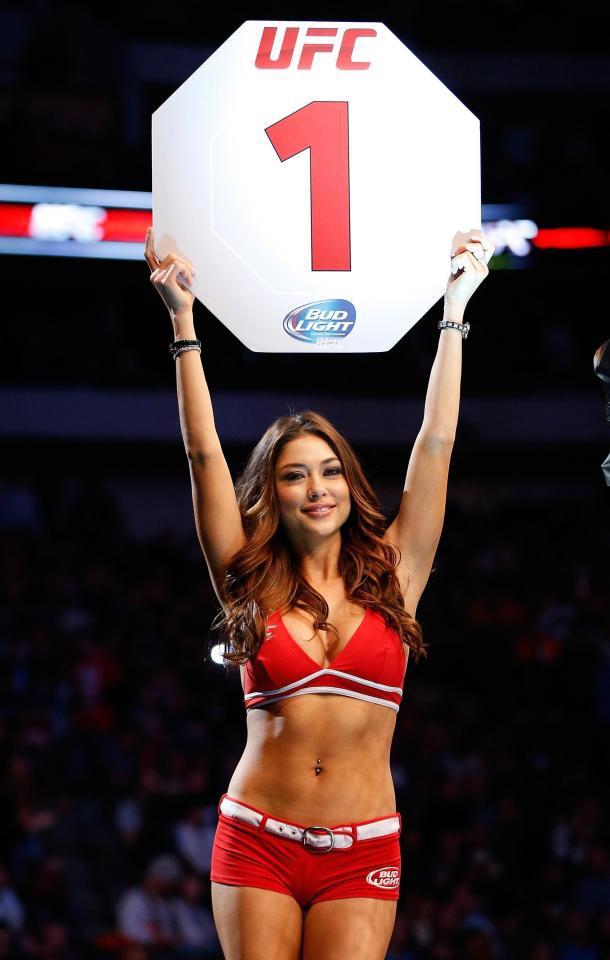 Arianny Celeste, ngôi sao của UFC. Cô là người mẫu triệu phú đô-la, có hơn 3 triệu người theo dõi Instagram