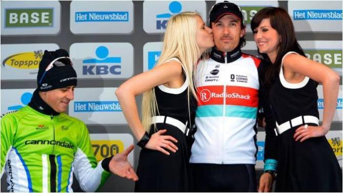 Peter Sagan có cử chỉ khiếm nhã đối với ''podium girl'' Maja Leye