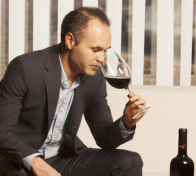 Theo bác sĩ Cochrane, chất thơm của rượu tốt cho cầu thủ