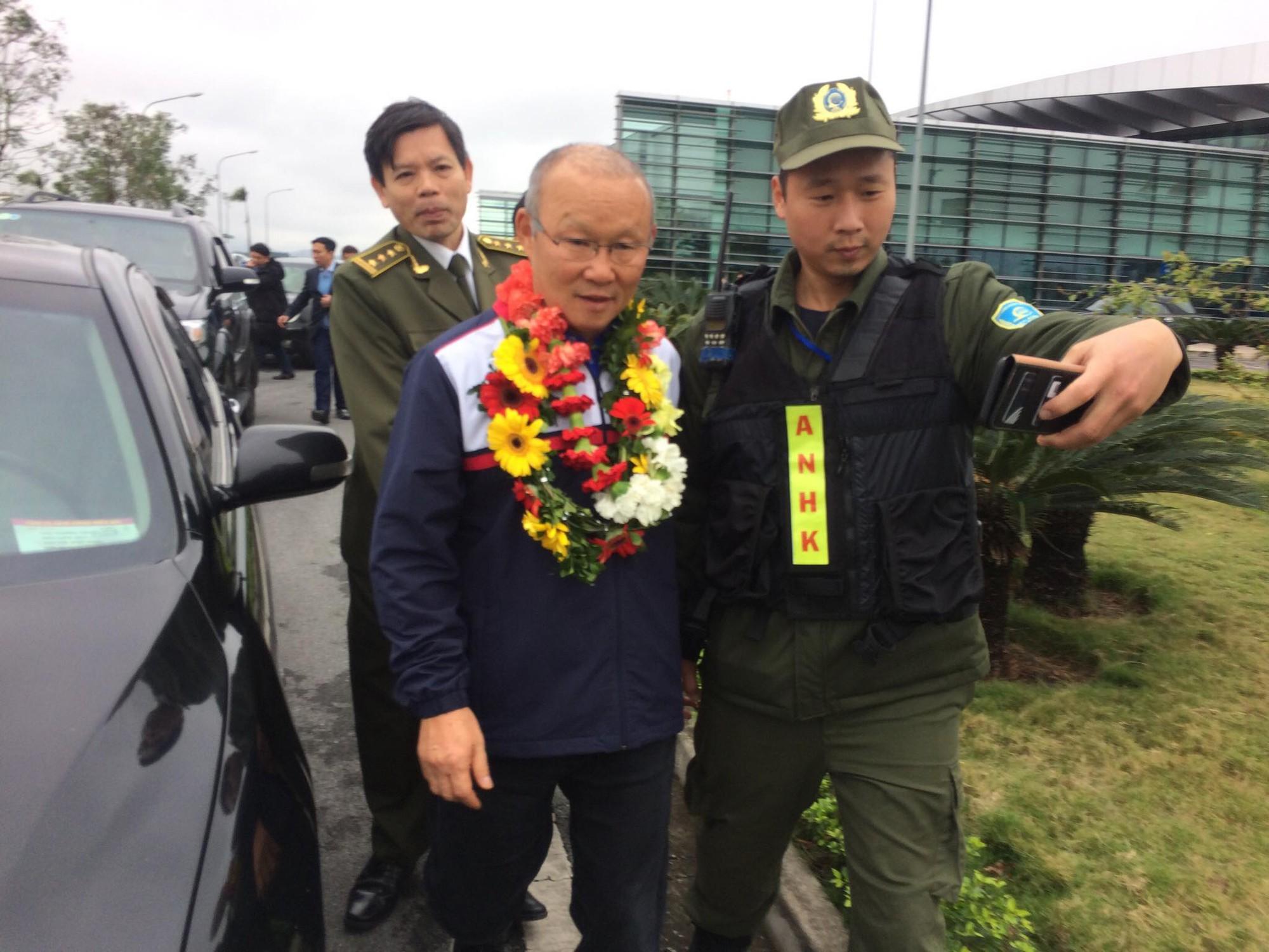 Park Hang Seo được chào đón nồng nhiệt như một người con Việt Nam. Ảnh: Hải Đăng