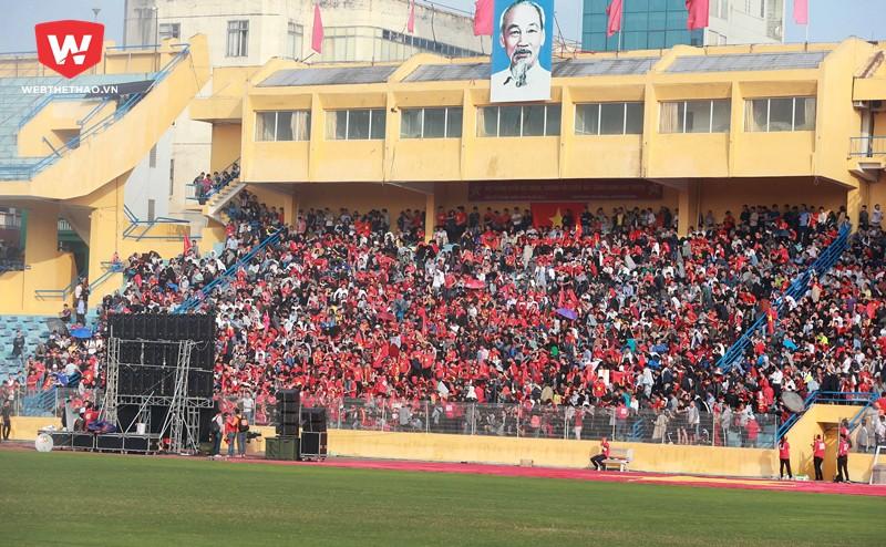 Mặc dù trận bán kết giữa U23 VN vs U23 Qatar bắt đầu vào lúc 15h nhưng từ 13h đã có hàng ngàn CĐV đã không quản ngại đường xa tụ tập đến các tụ điểm để theo dõi trận đấu.