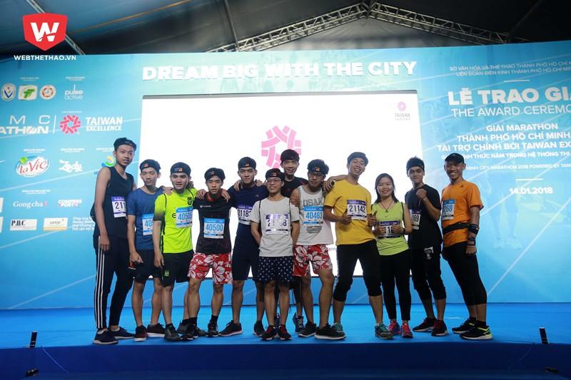 ...mà đây còn là dịp để cho những người đam mê chạy bộ trên khắp mọi miền đất nước hay từ các quốc gia được gặp gỡ, giao lưu với nhau.