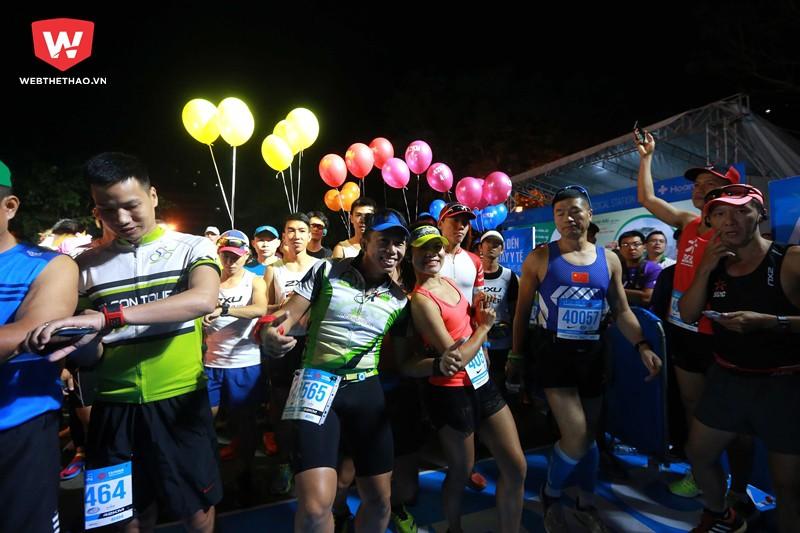 Đỗ Thị Nguyệt (áo đỏ) cùng Đỗ Ngân Sơn là chủ nhân 2 tấm vé tham dự giải chạy marathon ở Nhật Bản