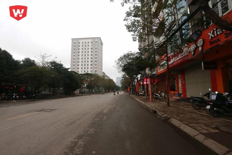Những ngày cuối năm cùng thời gian cuối giờ chiều, trên những con phố Hà Nội lúc nào cũng hiện lên hình ảnh đông đúc thậm chí là tắc nghẽ giao thông...