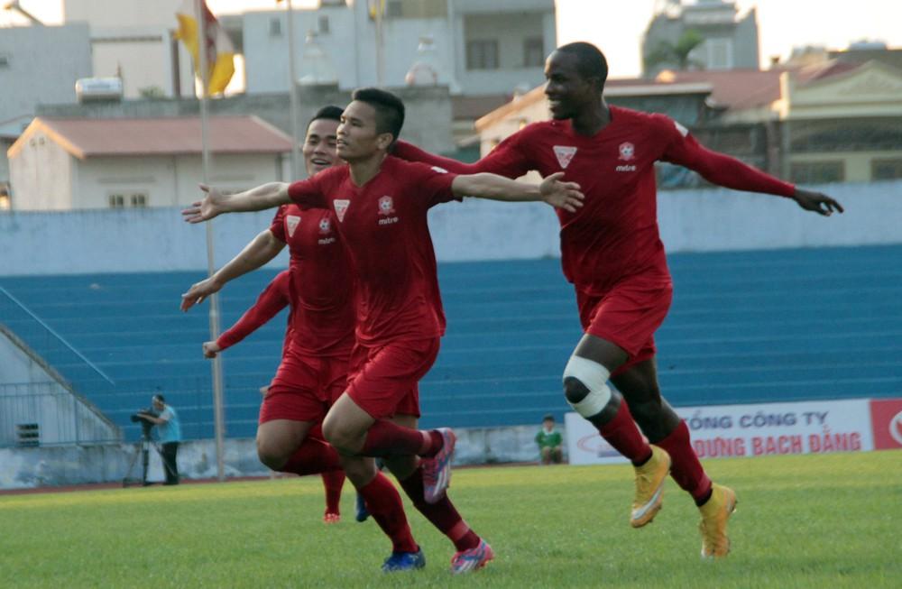 HLV Phan Thanh Huàng đánh giá các cầu thủ Hải Phòng có nền tảng thể lực khá sung mãn