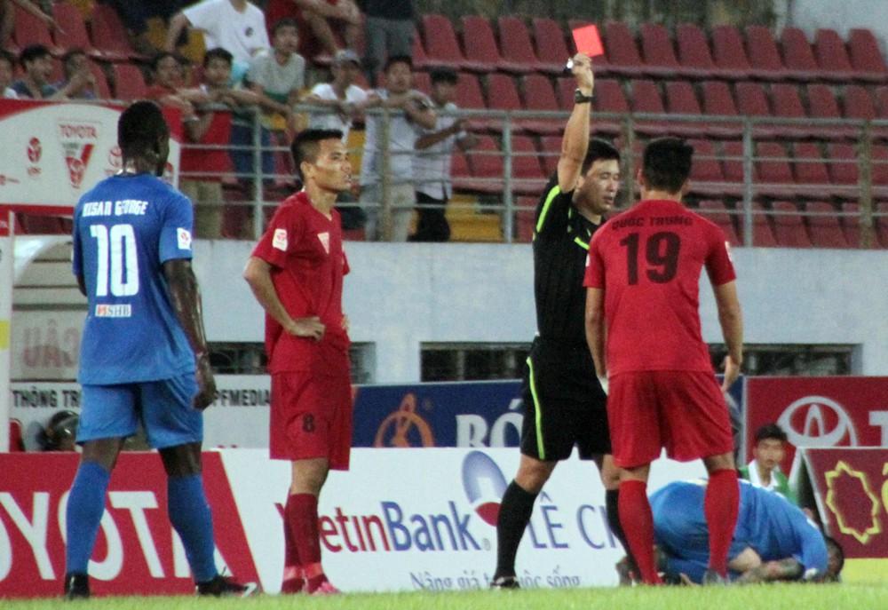 Vòng 7 đang giữ kỷ lục về số thẻ đỏ tại V.League 2016