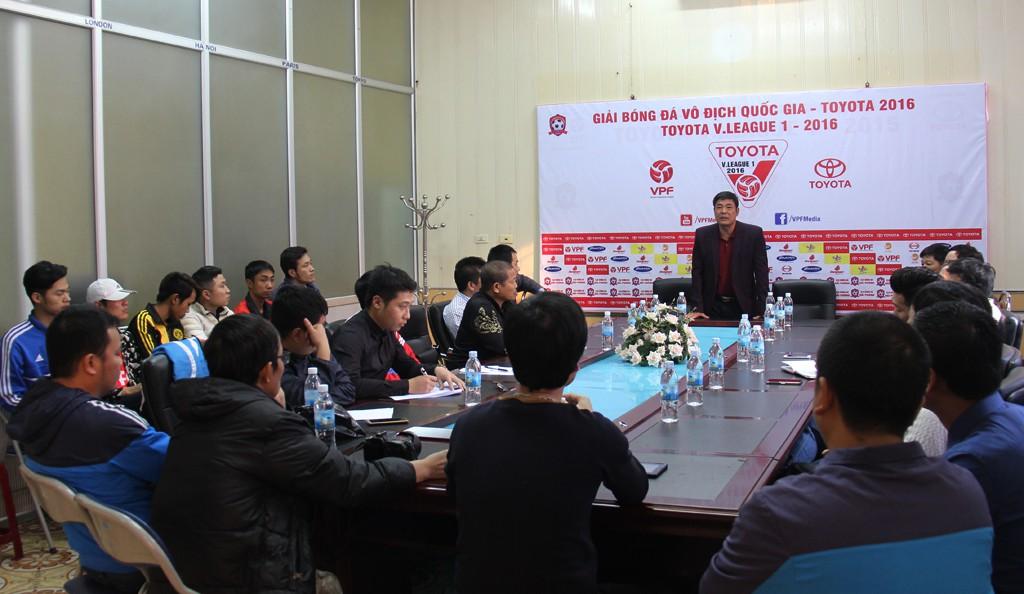 Chủ tịch CLB Trần Mạnh Hùng phát biểu tại buổi gặp mặt CĐV hồi tháng 3. Ảnh: HPFC