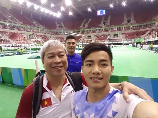 Phước Hưng selfie ngay tại nhà thi đấu. Ảnh: NVCC