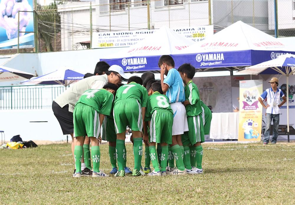 Thầy trò trường THCS Lương Định Của quyết tâm trước trận đấu