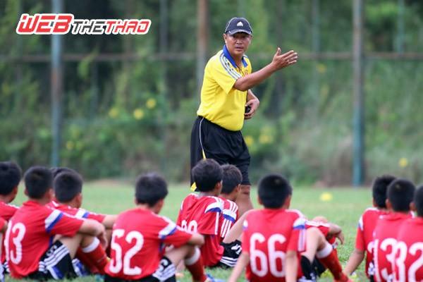 HLV Trần Minh Chiến lỡ cơ hội lần đầu được lên làm trợ lý ở đội U.19 VN.