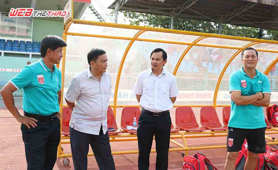 Lãnh đạo đội bóng Long An tin họ đã vượt qua giai đoạn khó khăn. Ảnh: Minh Khang.
