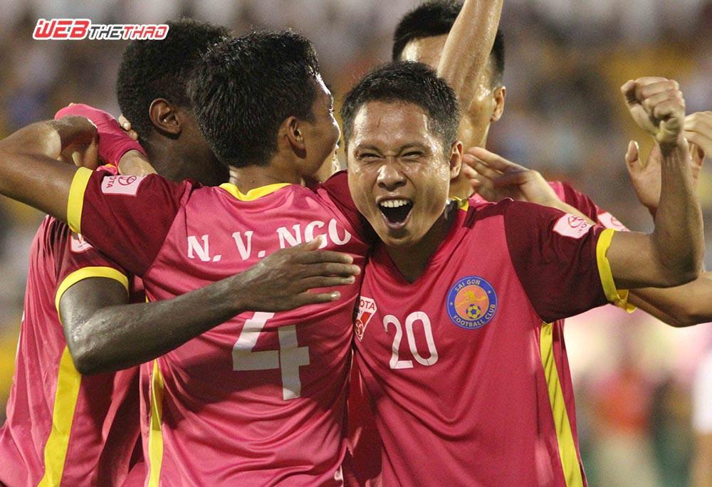 Niềm vui thắng trận của các cầu thủ CLB bóng đá Sài Gòn. Ảnh: Minh Khang.