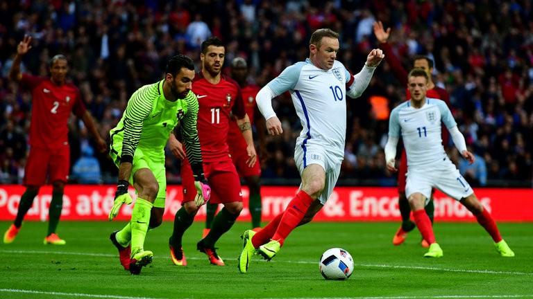 Rooney đang là bài toán khó cho Hodgson