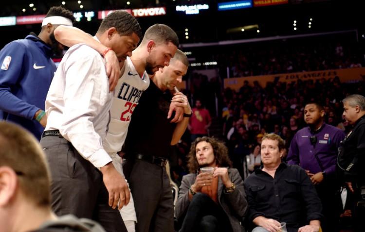 Tin NBA ngày 31/12: Rivers được dìu ra khỏi sân.