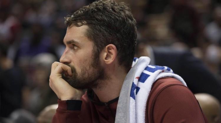 Tin NBA ngày 4/2: Love vẫn giữ vẻ mặt không vui.