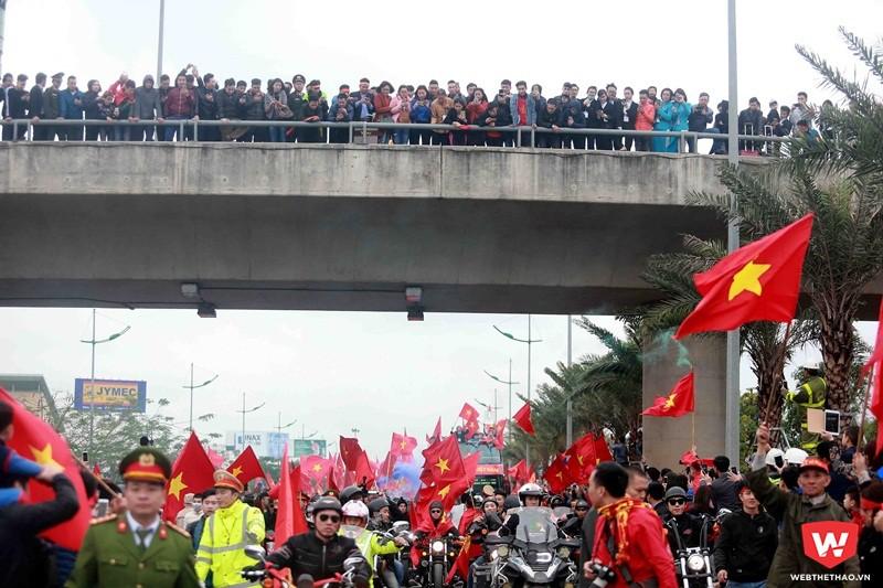 Biển người chào đón U23 Việt Nam